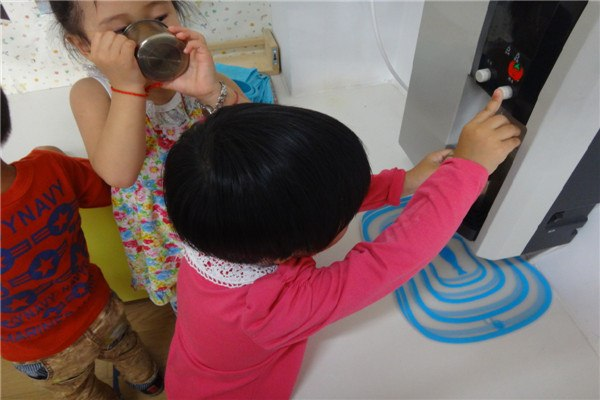 宝宝们喝水 小一班-张家港市江帆幼儿园