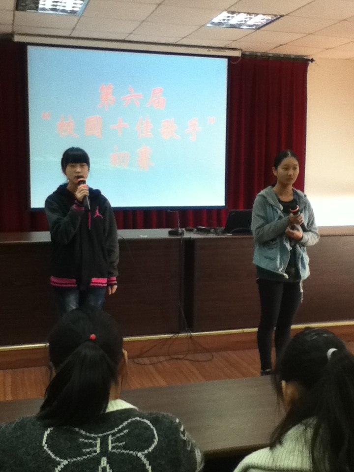 我班的刘丽丽,金怡雯,殷梓言参加了校园十佳歌手的初赛
