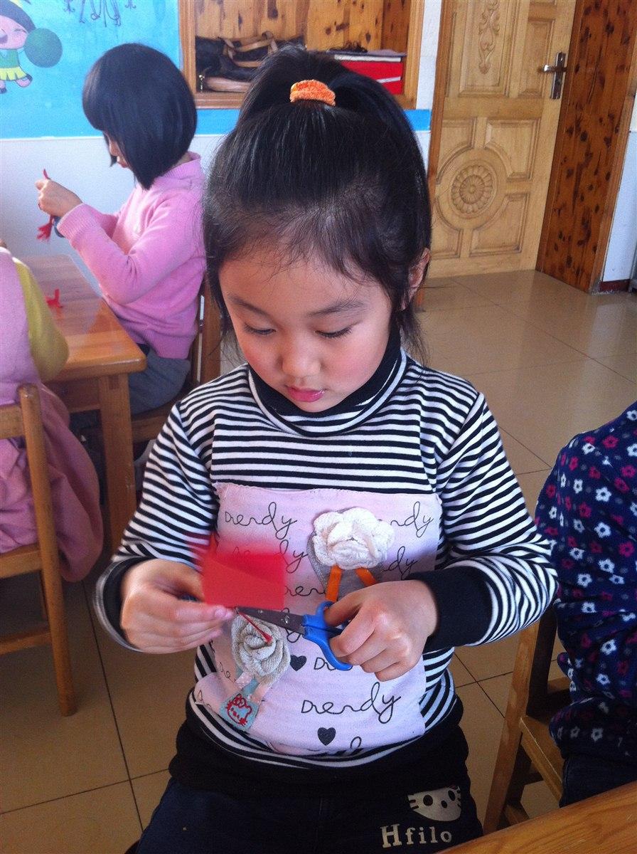 教学目的: :认识和掌握 剪纸 的方法和步骤.